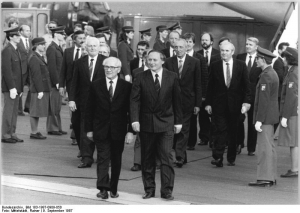 Photo: Honecker in Saarbrücken 1987, by Rainer Mitterlstädt, Bundesarchiv Bild 183-1987-0909-050, CC-BY-SA 3.0